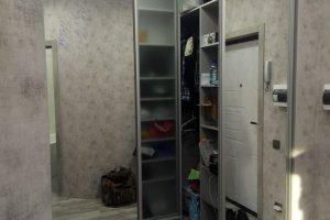 Встраиваемая гардеробная с зеркальными створками - Мебельная фабрика «ДиВа мебель»