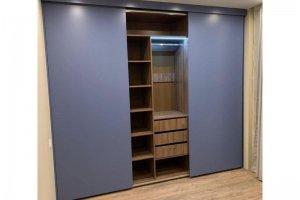Встроенный матовый шкаф-купе - Мебельная фабрика «Люкс-С»