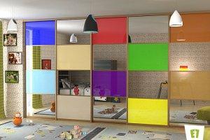 Встроенный шкаф-купе с фасадом из зеркала и цветного стекла  - Мебельная фабрика «Е1»