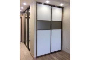 Встроенный шкаф-купе с зеркалом - Мебельная фабрика «Виста»