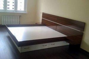 Высокая двуспальная кровать с ящиками - Мебельная фабрика «Santana»