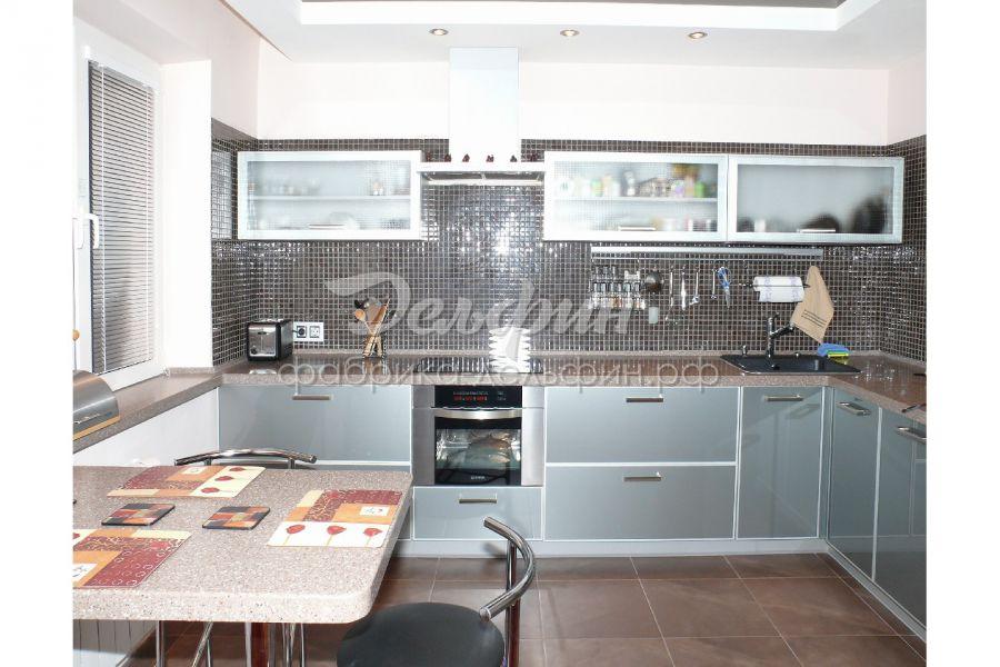 Угловая кухня в цвете серебро