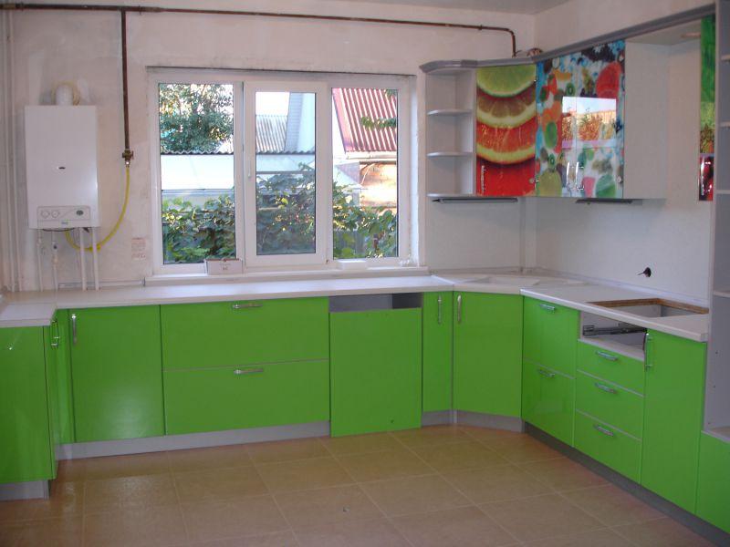 Угловая п-образная кухня